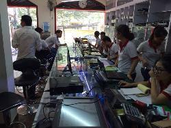 Sửa máy đếm tiền tại nhà Võ Văn Dũng, Vũ Ngọc Phan, Vũ Thạnh